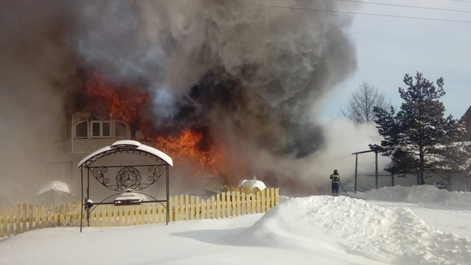 Мужчина потерял в пожаре всё имущество