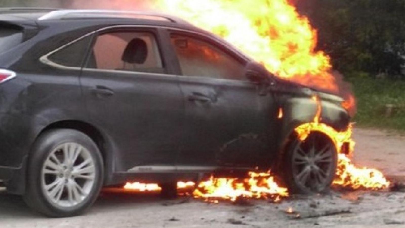 «Лексус» сгорел у вологжанки