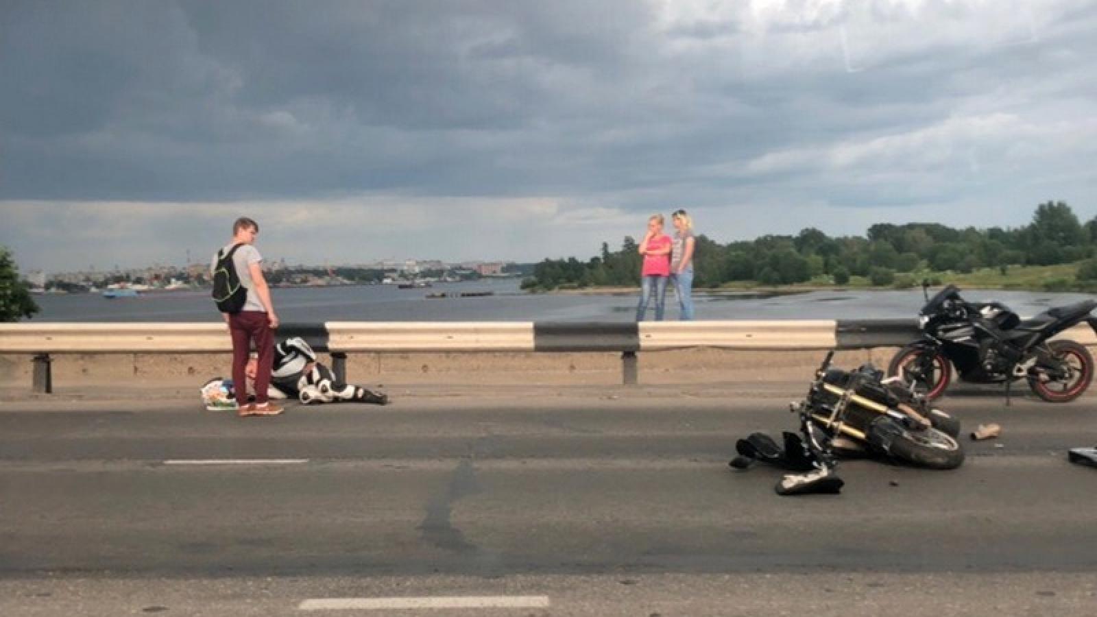 Мотоциклист попал  в серьезную аварию  на Октябрьском мосту
