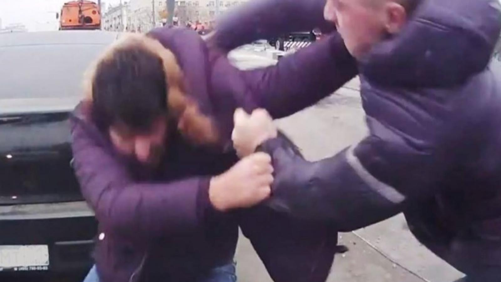 Водитель и пешеход подрались в Вологде (видео)