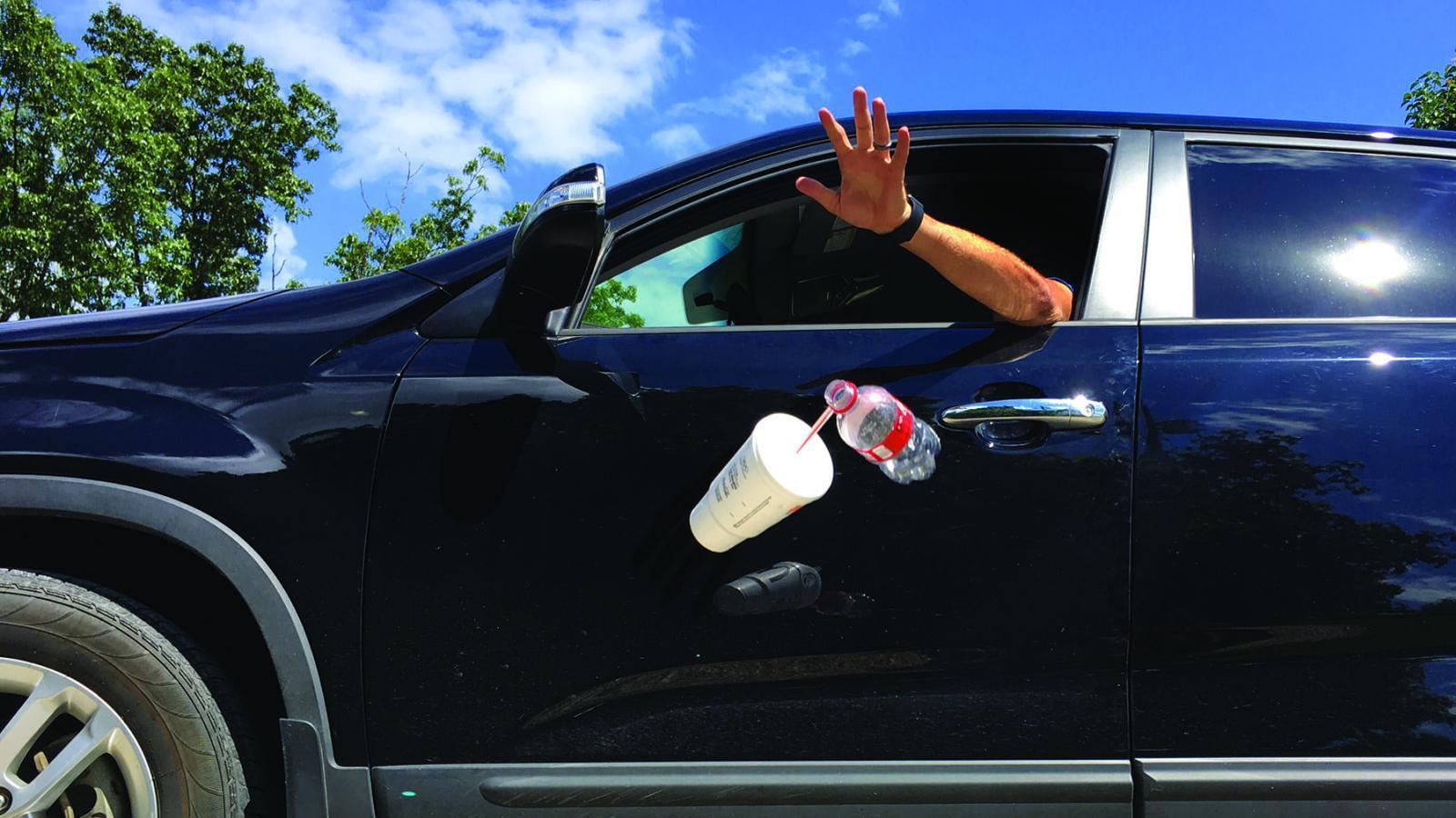 Водителей хотят штрафовать за выброс мусора