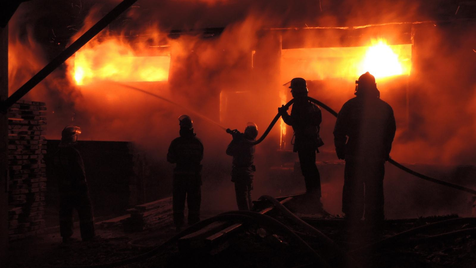 Склад пиломатериалов загорелся в Череповце