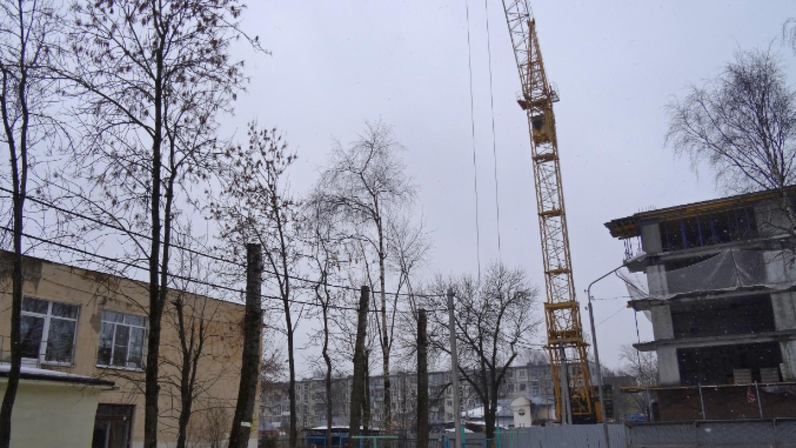 В Вологде демонтировали нависший над детским садом кран