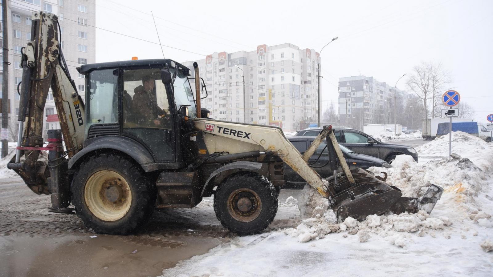«Магистраль» воюет со снегопадом