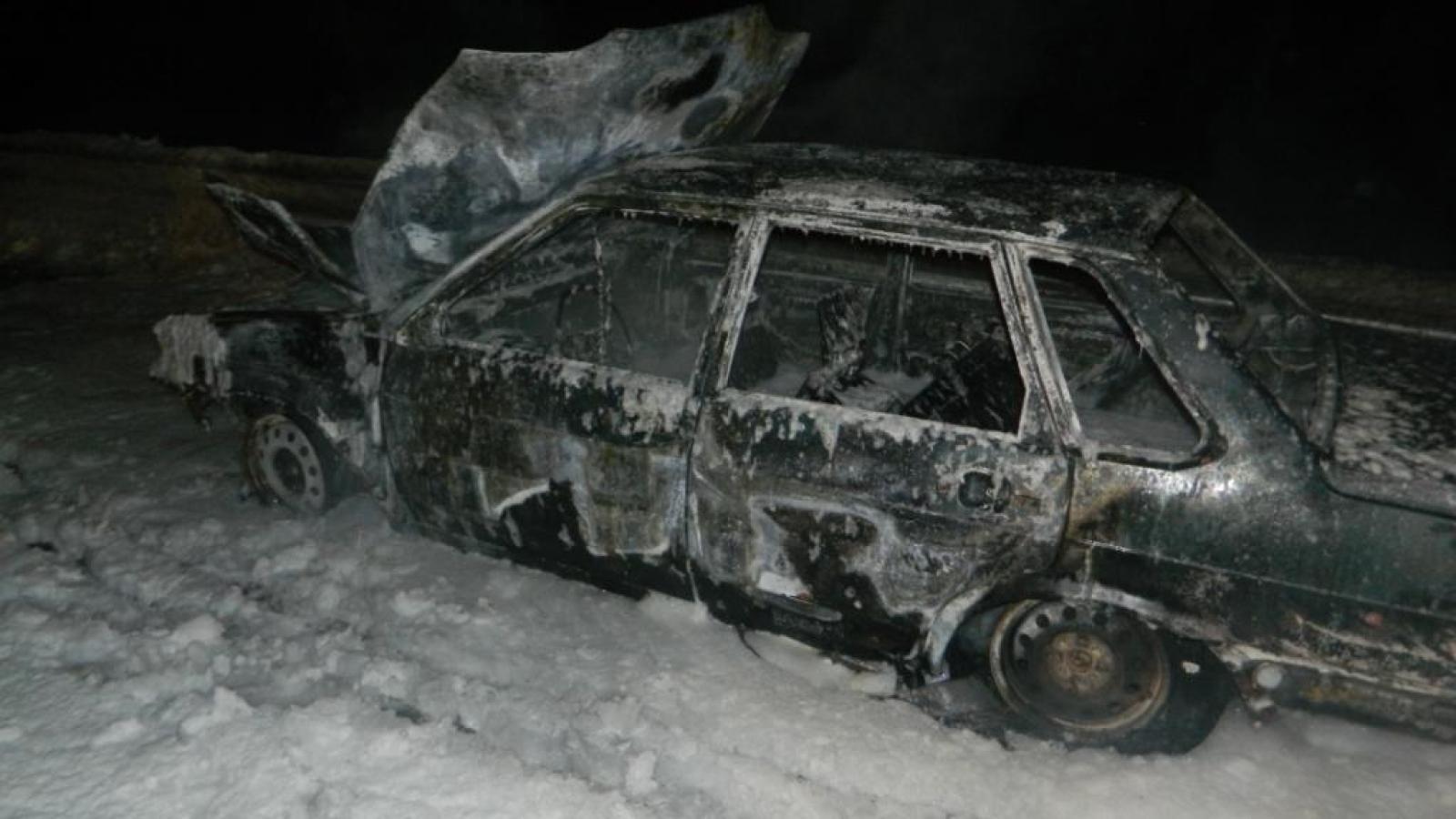 Под Вологдой вспыхнула машина с водителем
