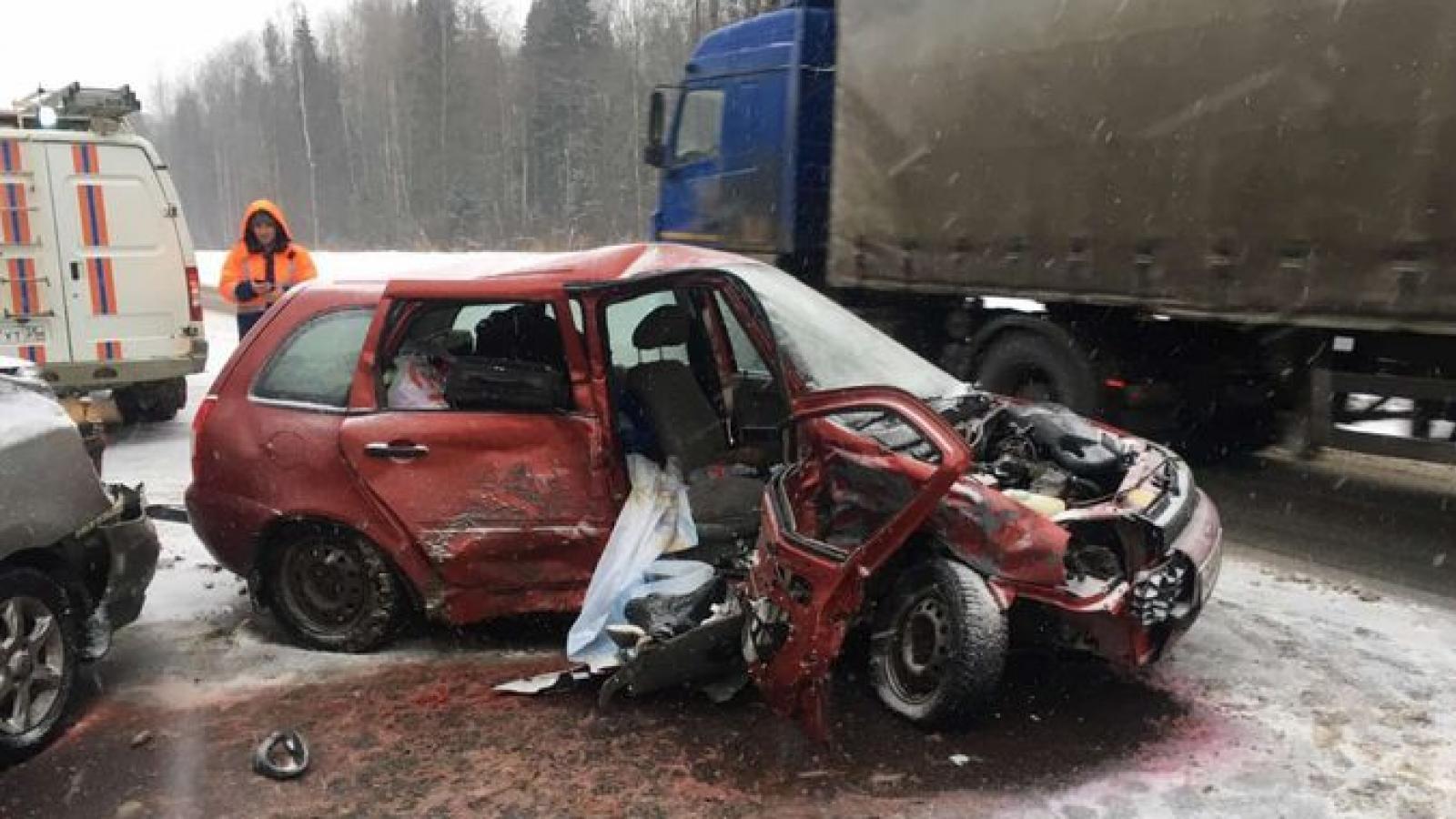 Водитель разбился в лобовой аварии