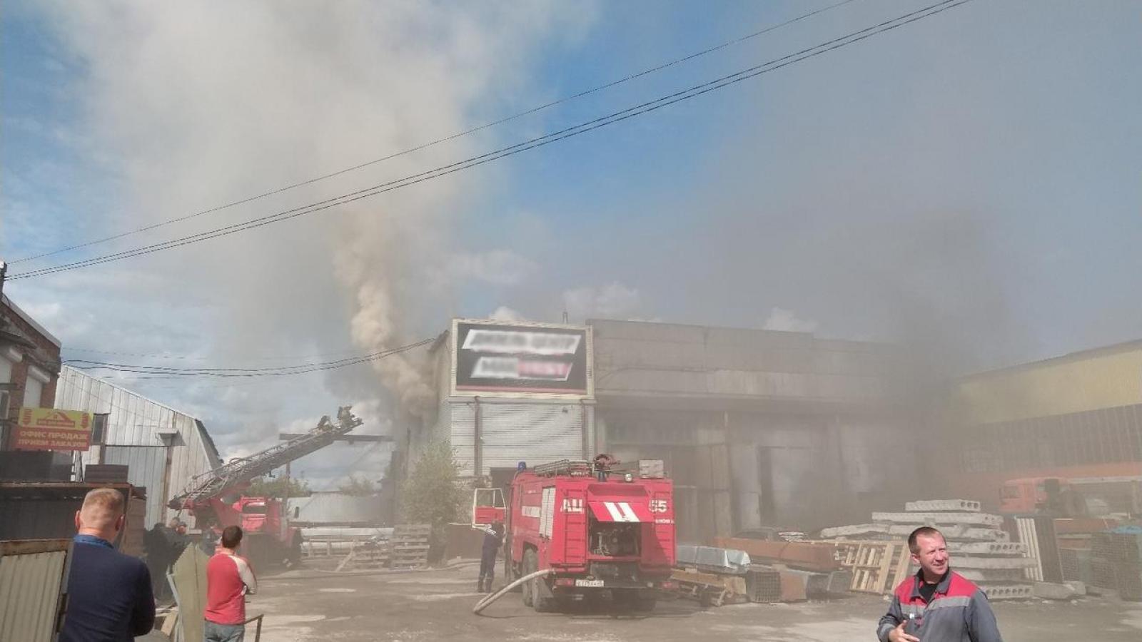 В Череповце сгорела автомастерская