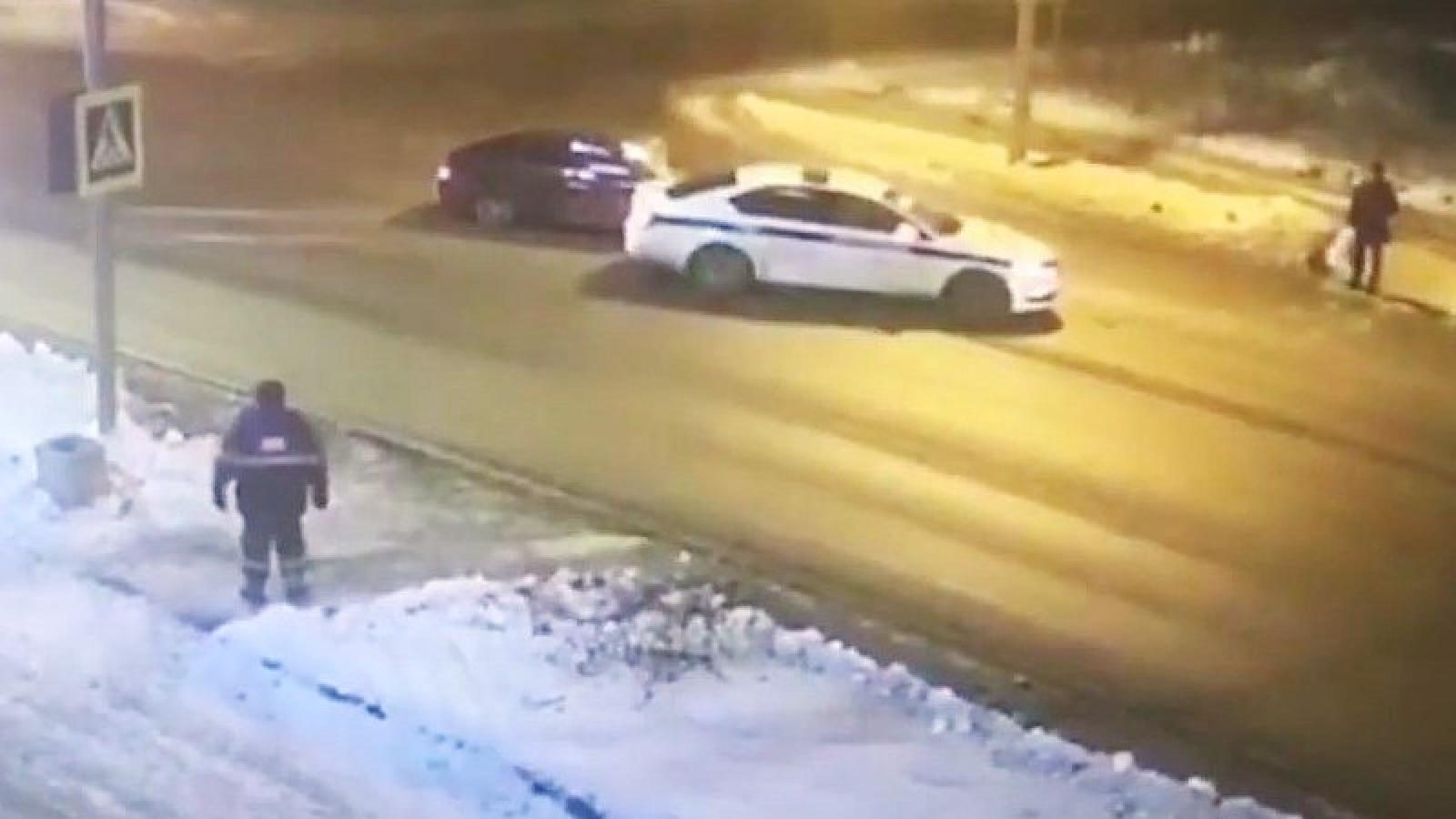 Патруль ГИБДД спас пешеходов (видео)
