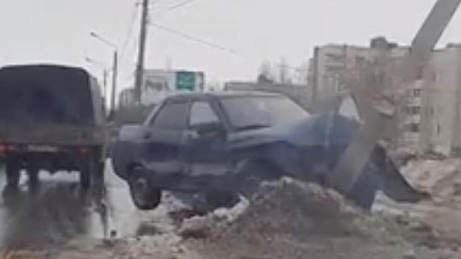 «Десятка» влетела в столб на ул. Конева