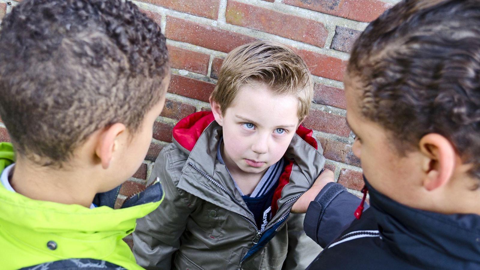 Подростки отобрали телефон у 9-летнего мальчика