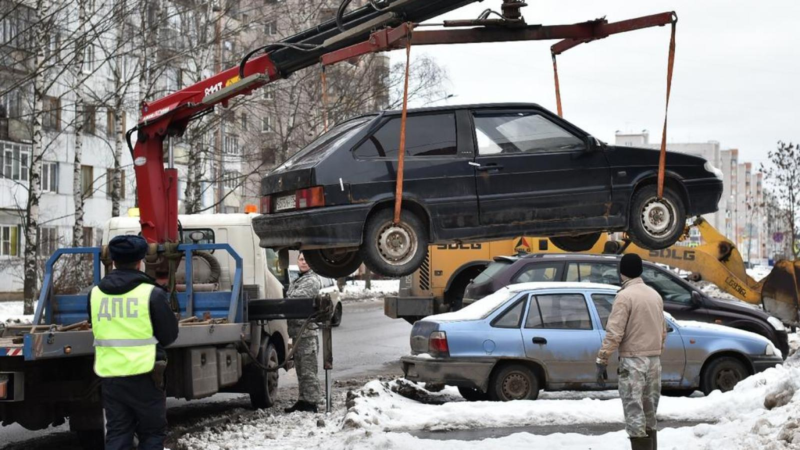 Уборке снега в Вологде мешают сами жители