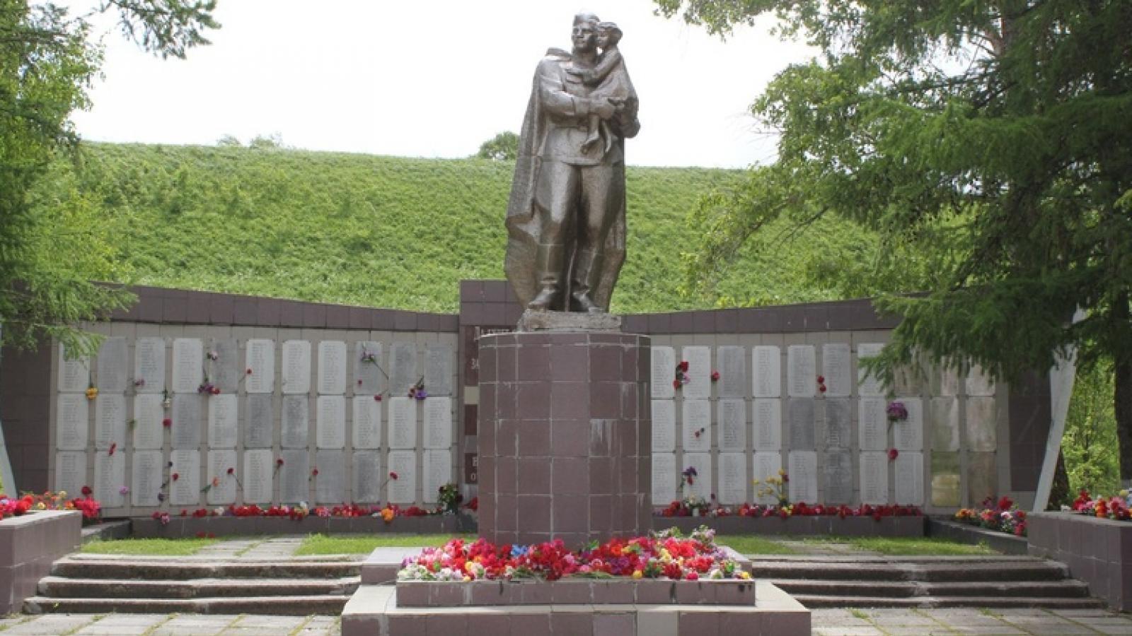 В Белозерске снесли памятник павшим воинам