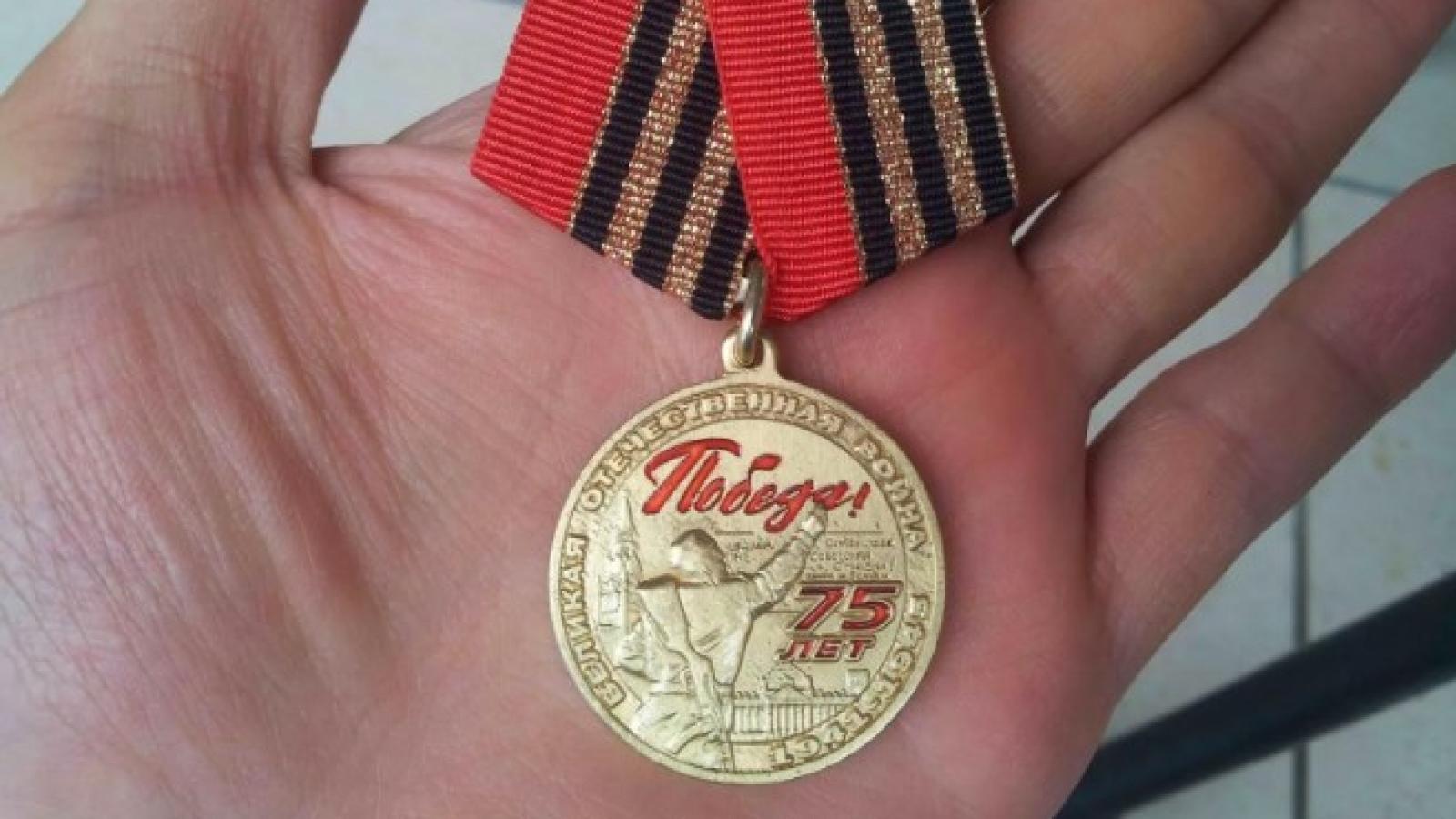В Череповце ветеранам продают поддельные медали