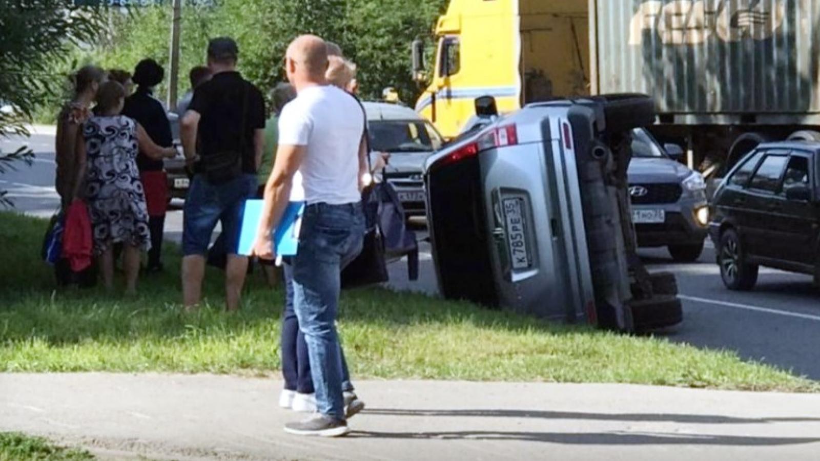 «Хонда» перевернулась на ул. Конева