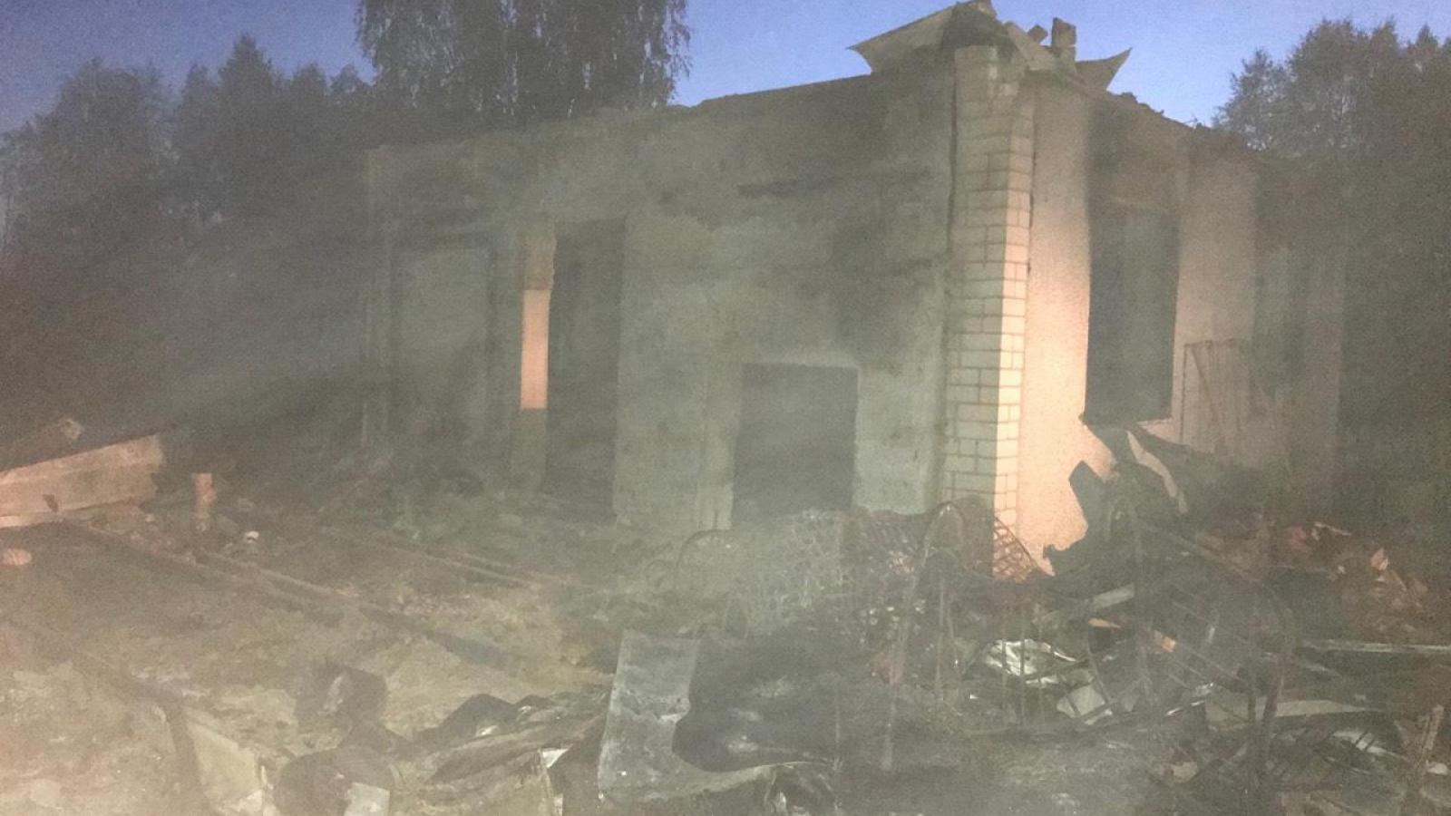 6 человек погибли во время пожара в дачном доме