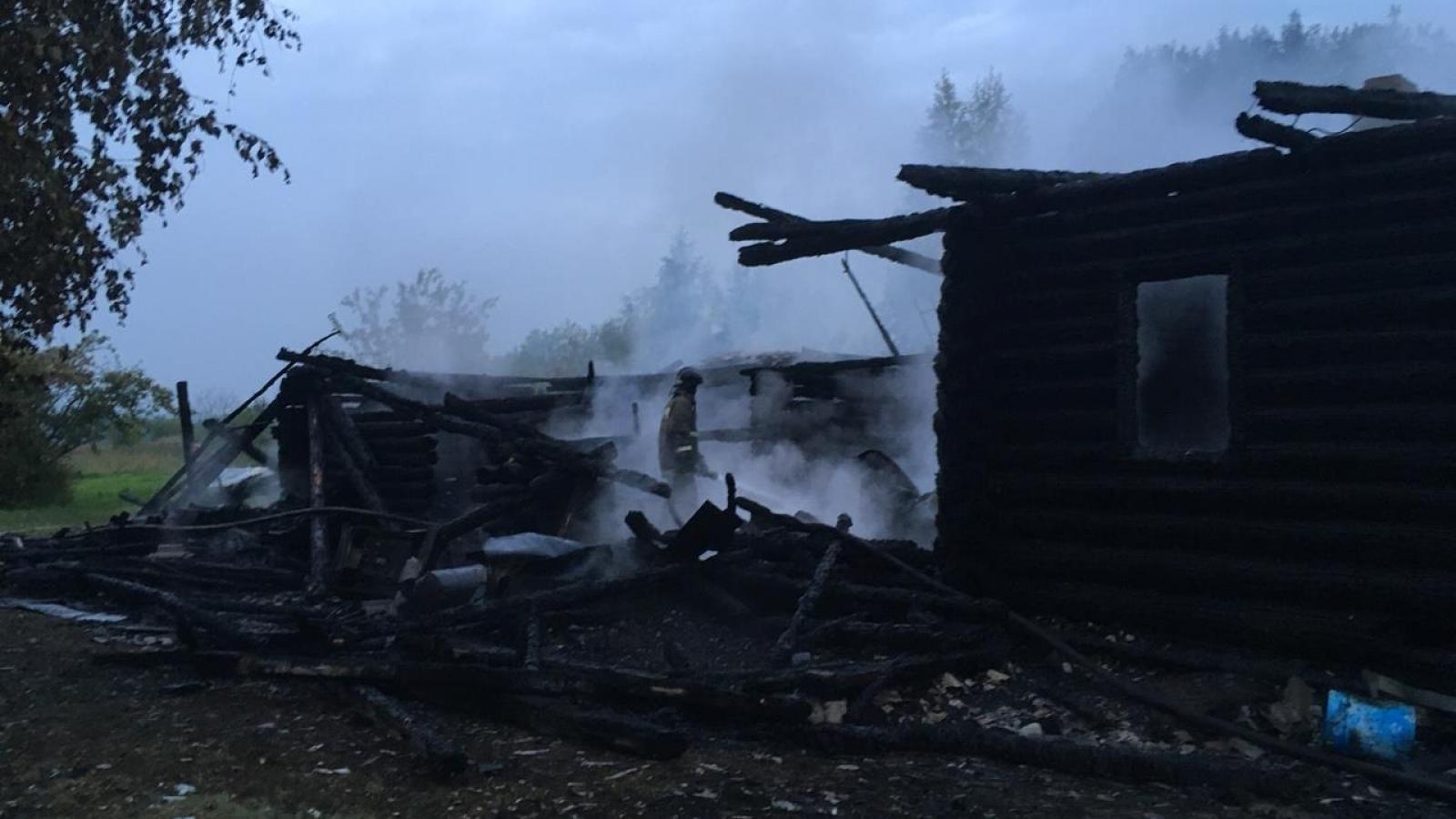 Под Шексной сгорел дачный дом
