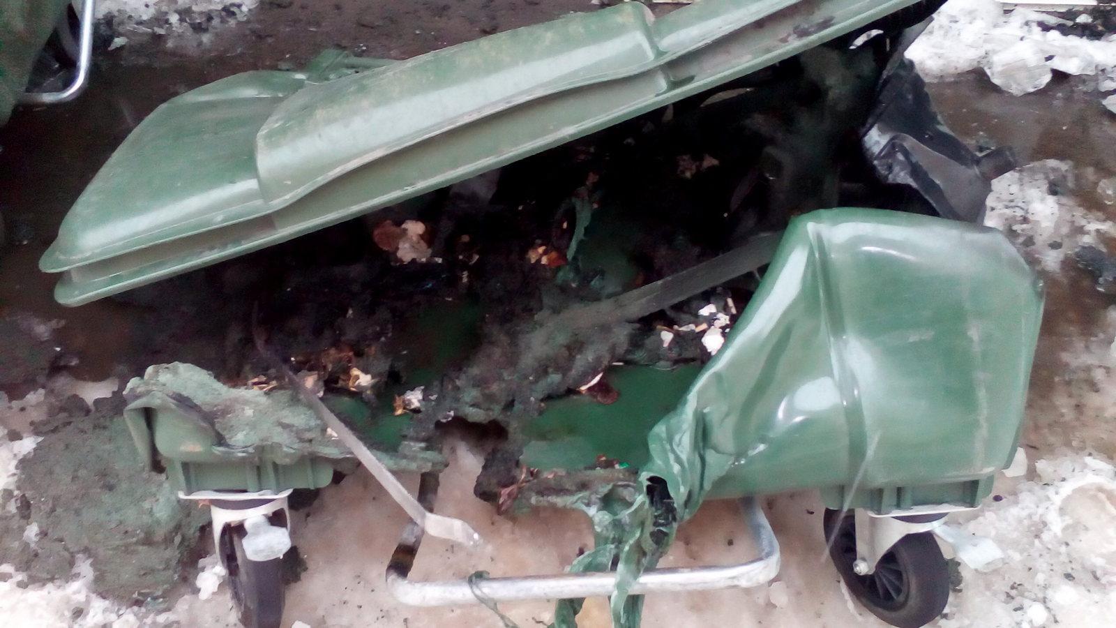 В Вологде начали гореть мусорные контейнеры