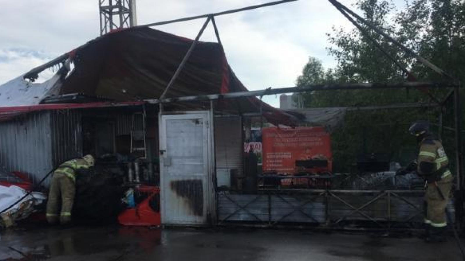 В Вологде сгорело летнее кафе