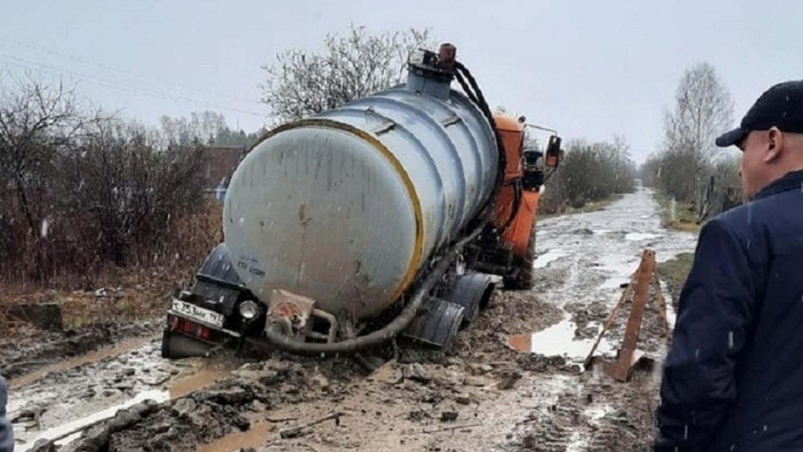 Дорога Грязовца превратилась в грязь