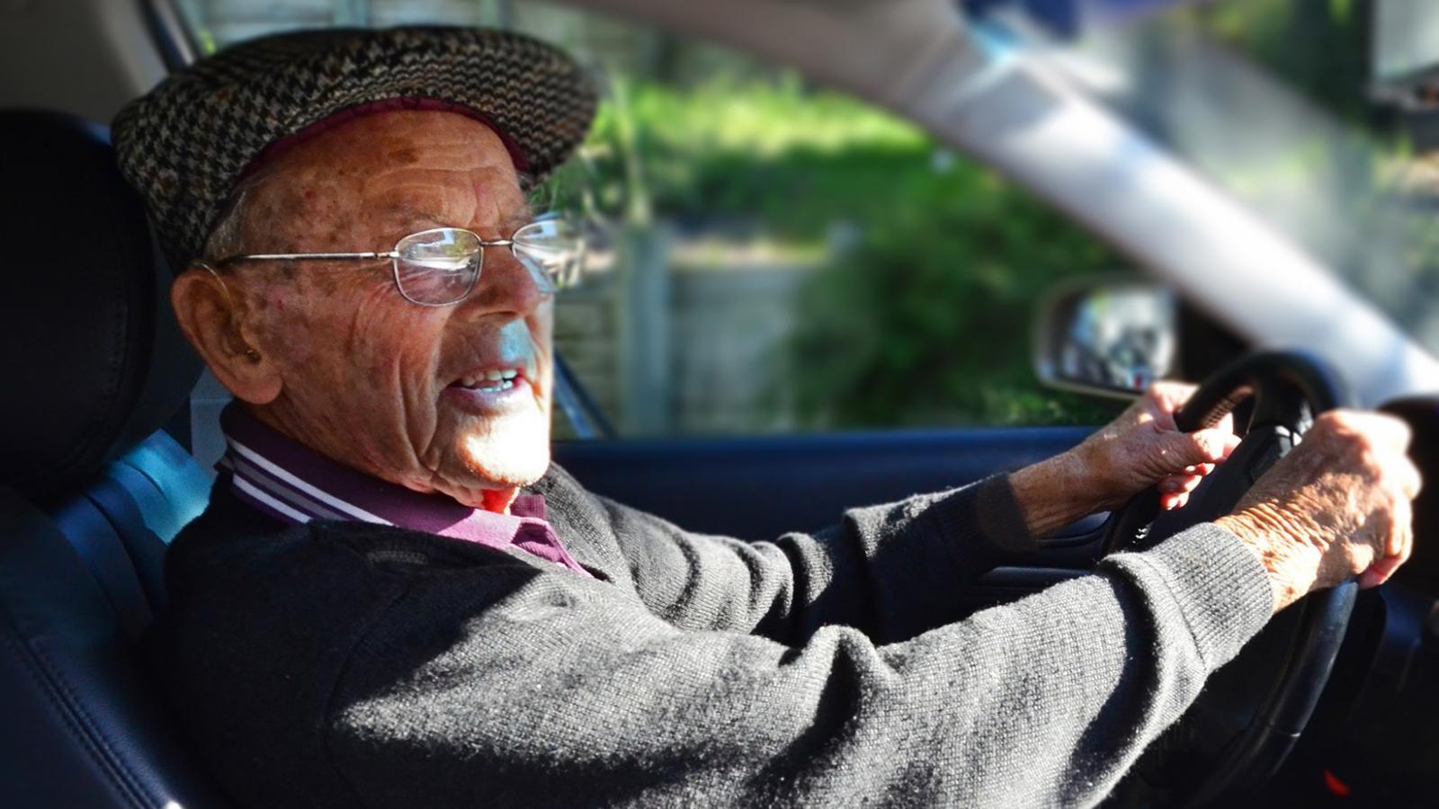 Пьяный пенсионер пытался подкупить патрульного