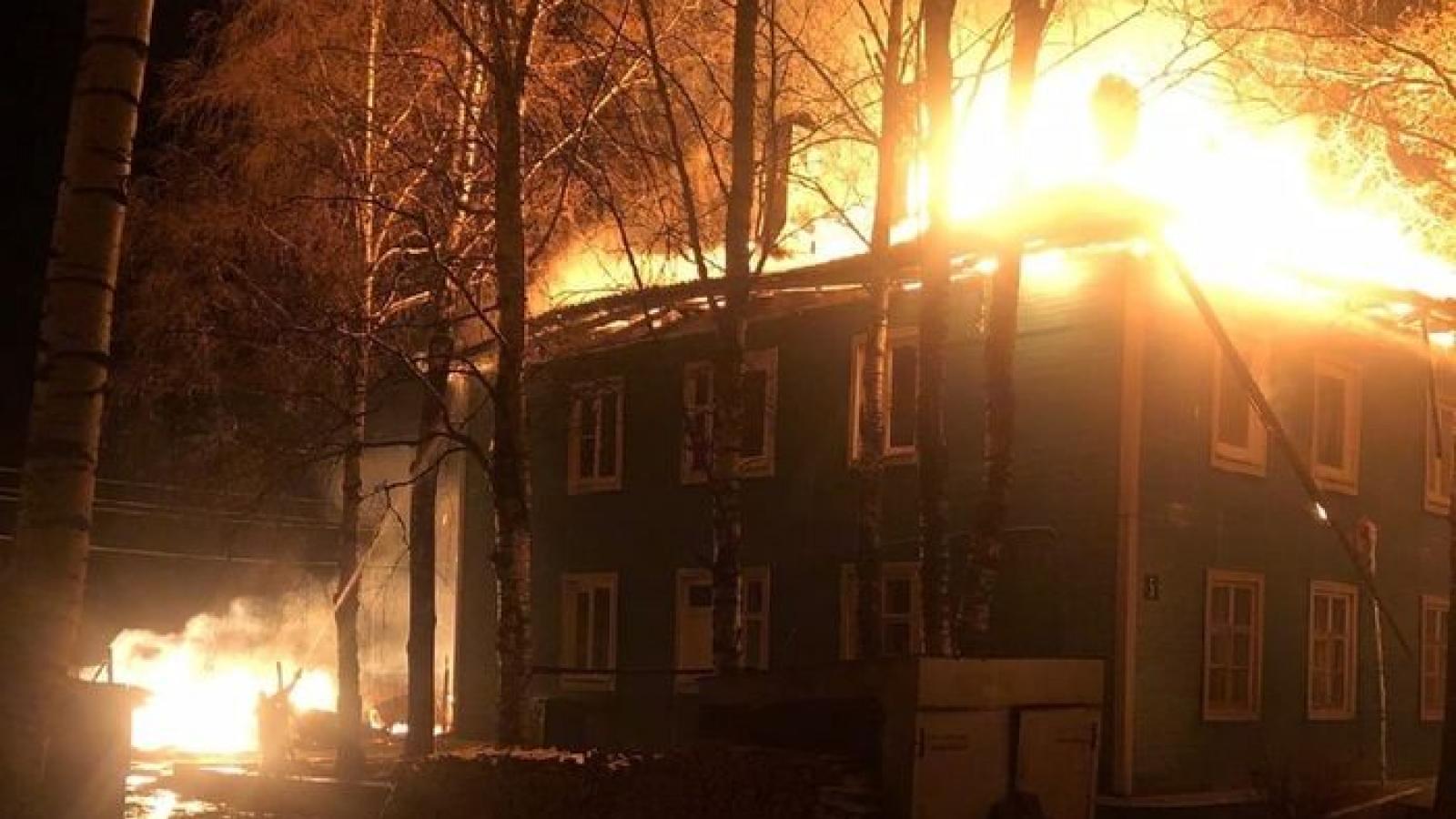 Дом с людьми подожгли под Великим Устюгом