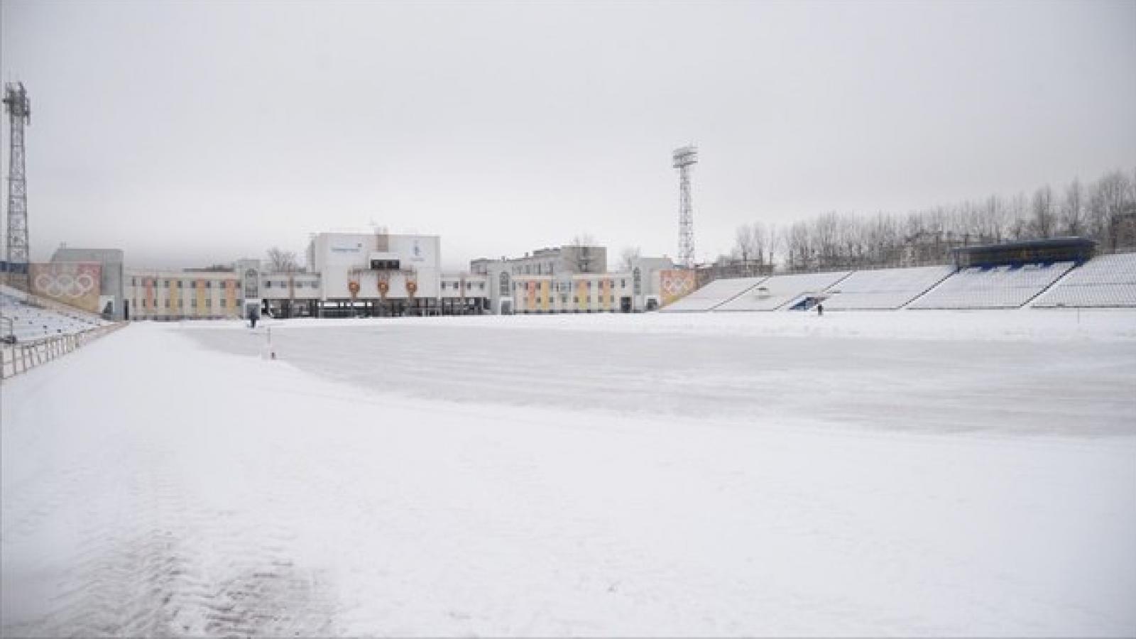 В Череповце начали заливать лёд на «Металлурге»