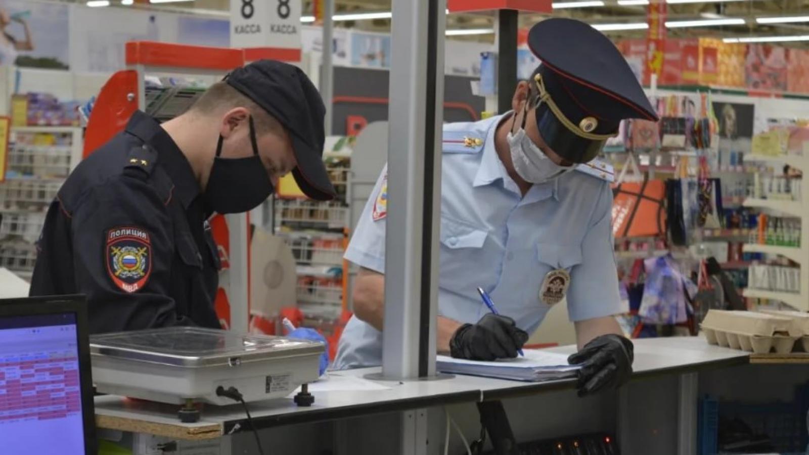 Покупатель без маски — штраф 100 тыс. руб.