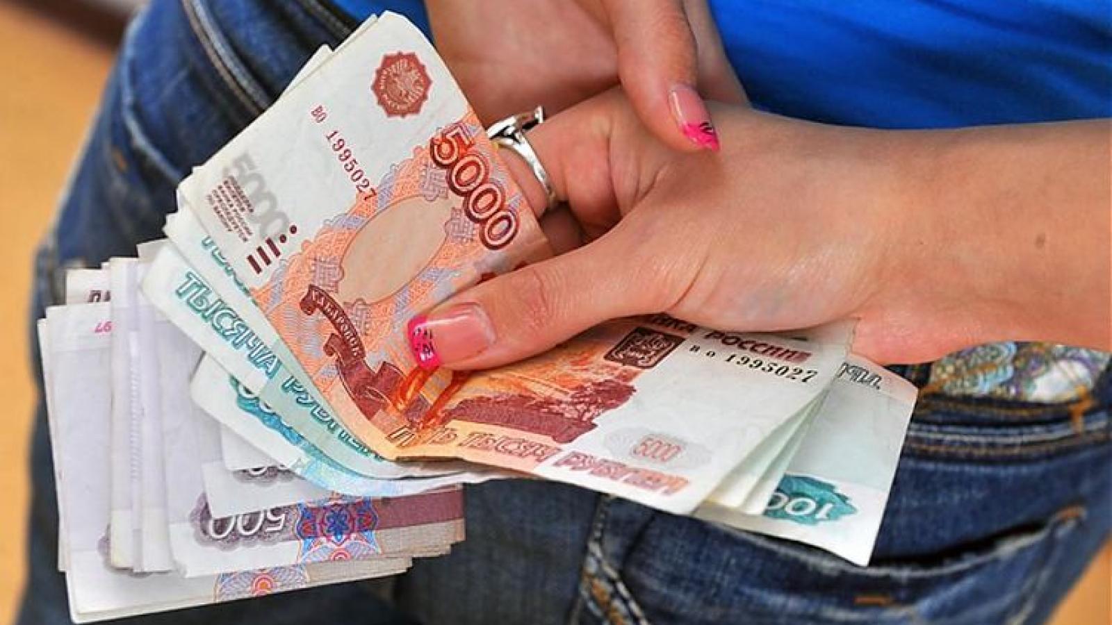 Девушка похитила из банкомата 95 тыс. руб.