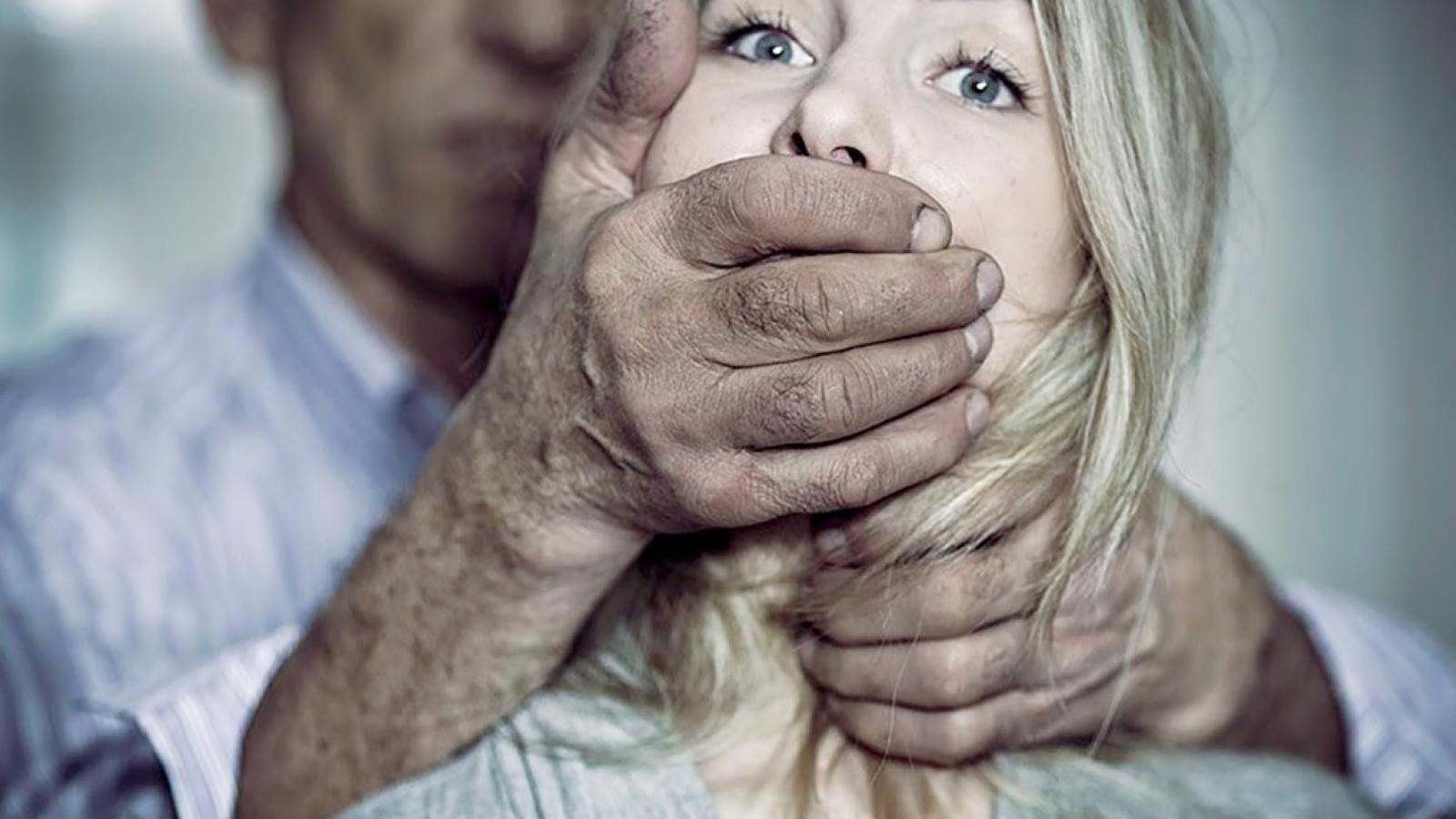 Дело об изнасиловании прекращено в связи с самоубийством обвиняемого