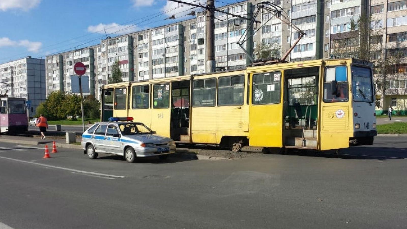 Трамвай сбил пожилую женщину в Череповце