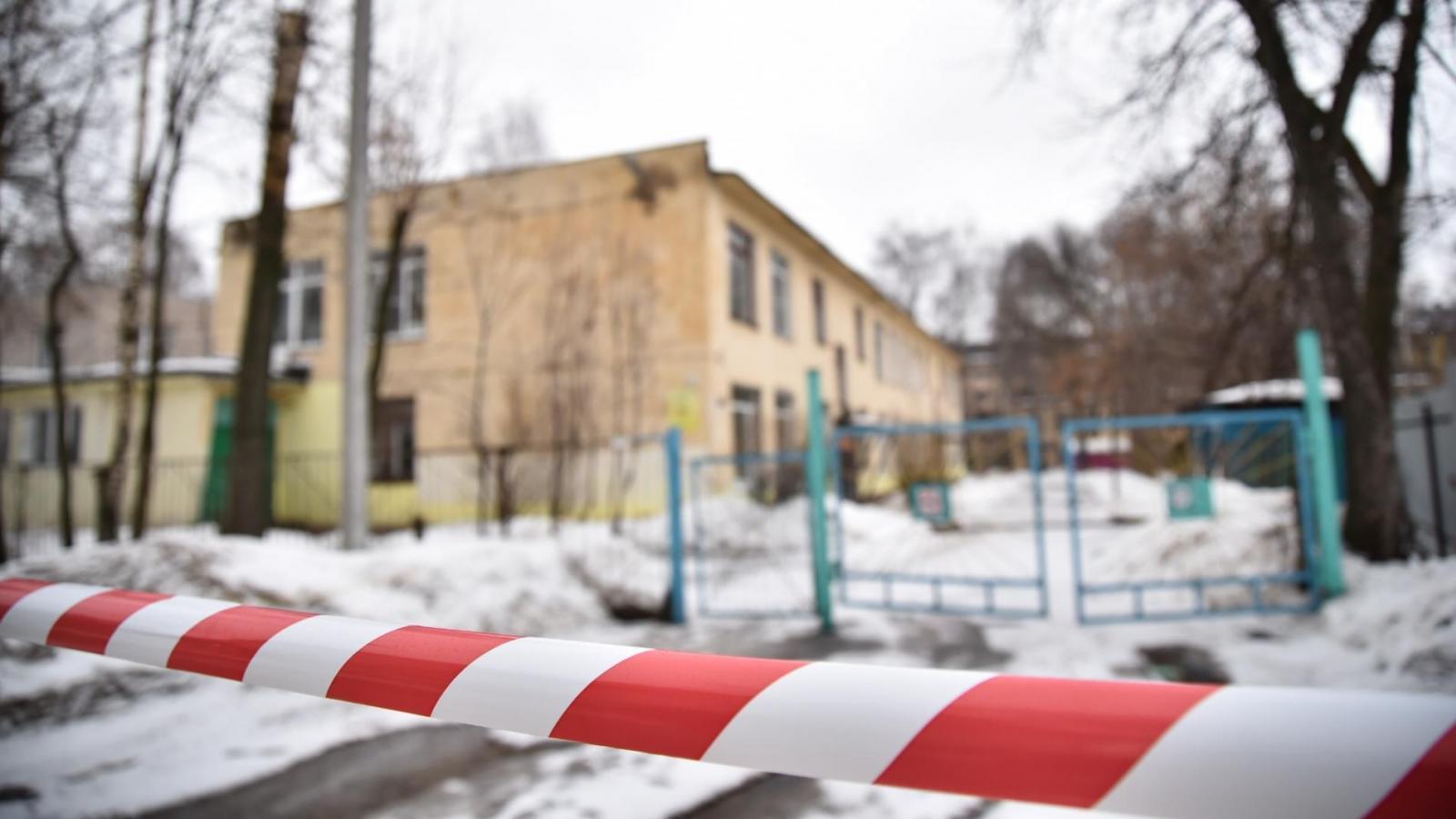 Детский сад №70 решили не открывать до полного демонтажа накренившегося крана