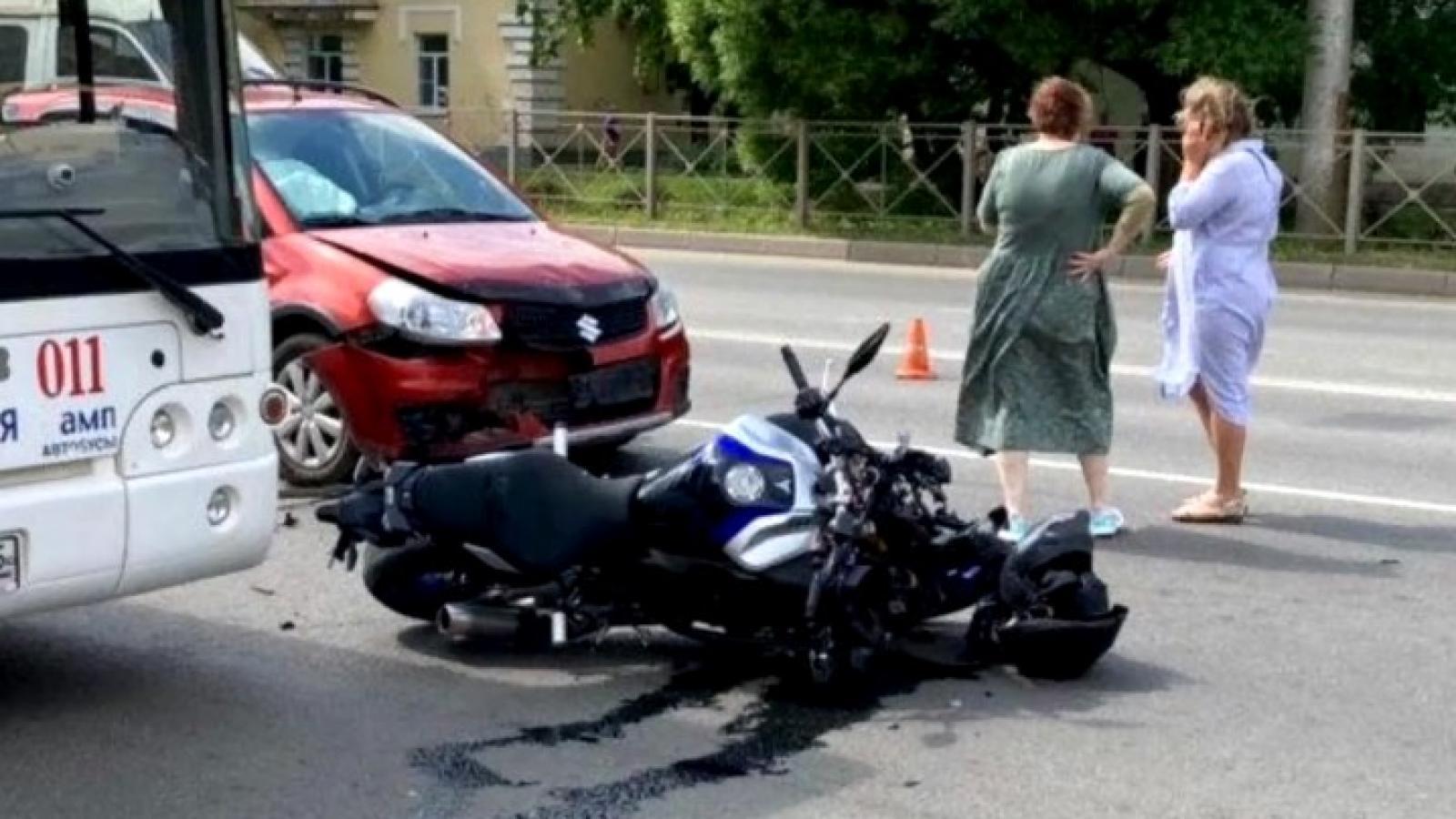 Мотоциклист разбился на ул. Чернышевского