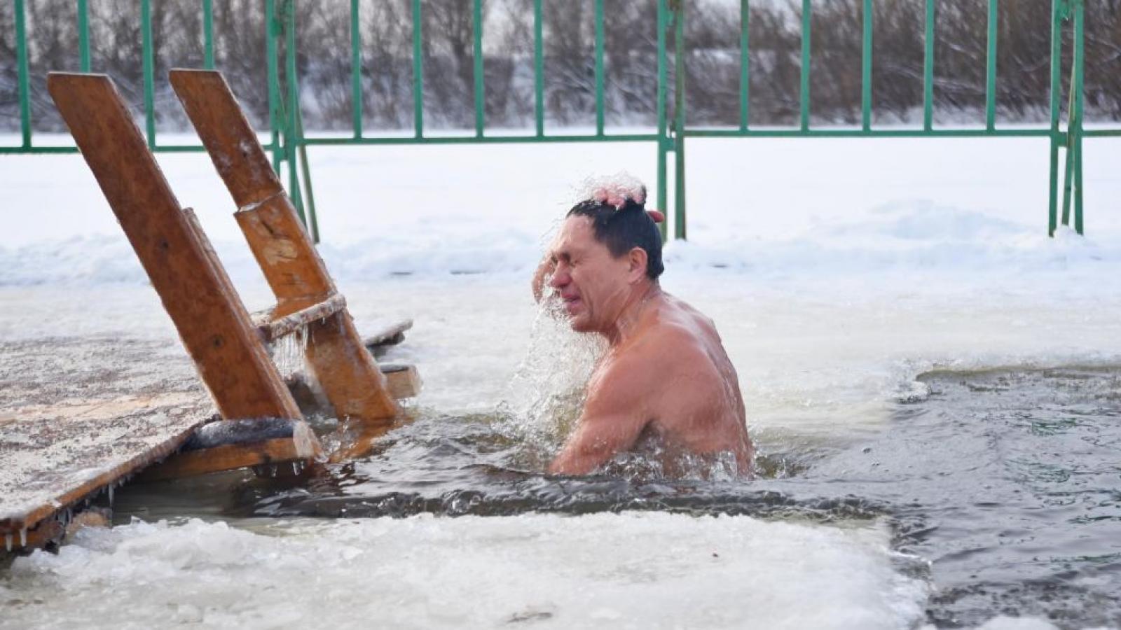 Тонкий лёд не помешает Крещению в Вологде