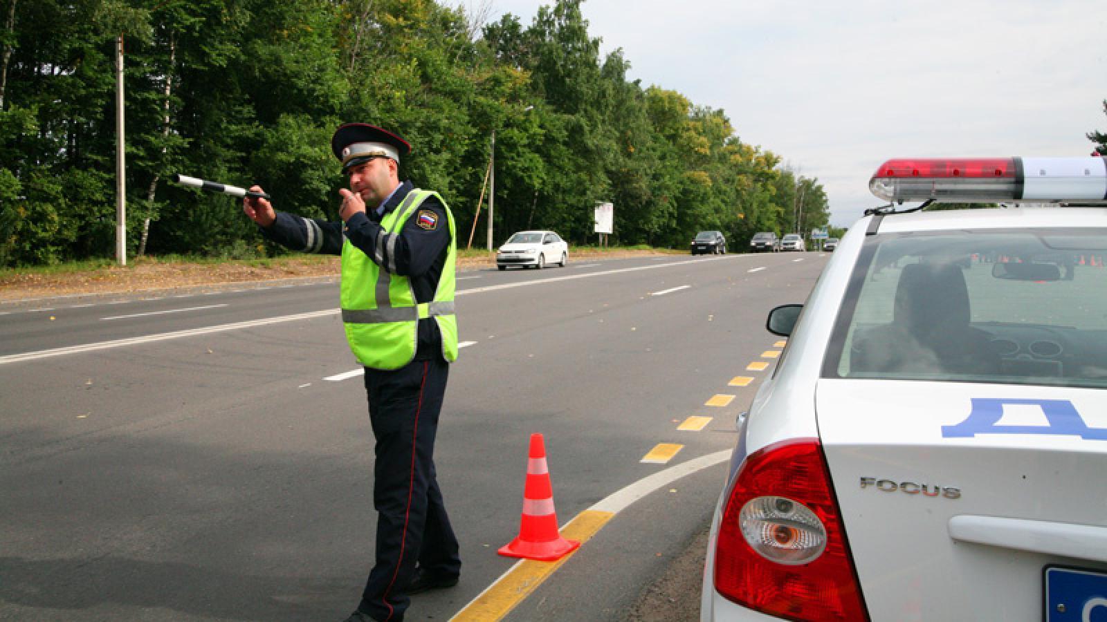 В Череповецком районе водитель убежал от инспекторов ГИБДД в лес
