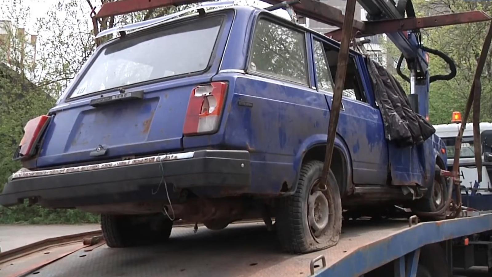 В Череповце бездомного выселили из машины