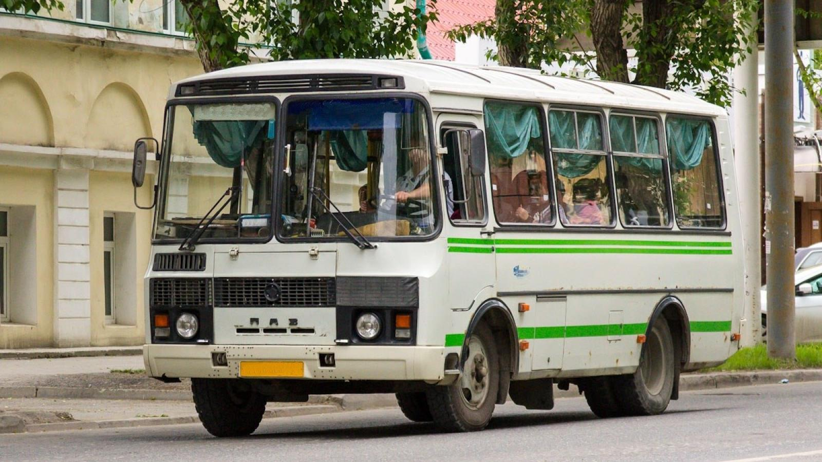 Рейсовый автобус перевернулся под Череповцом