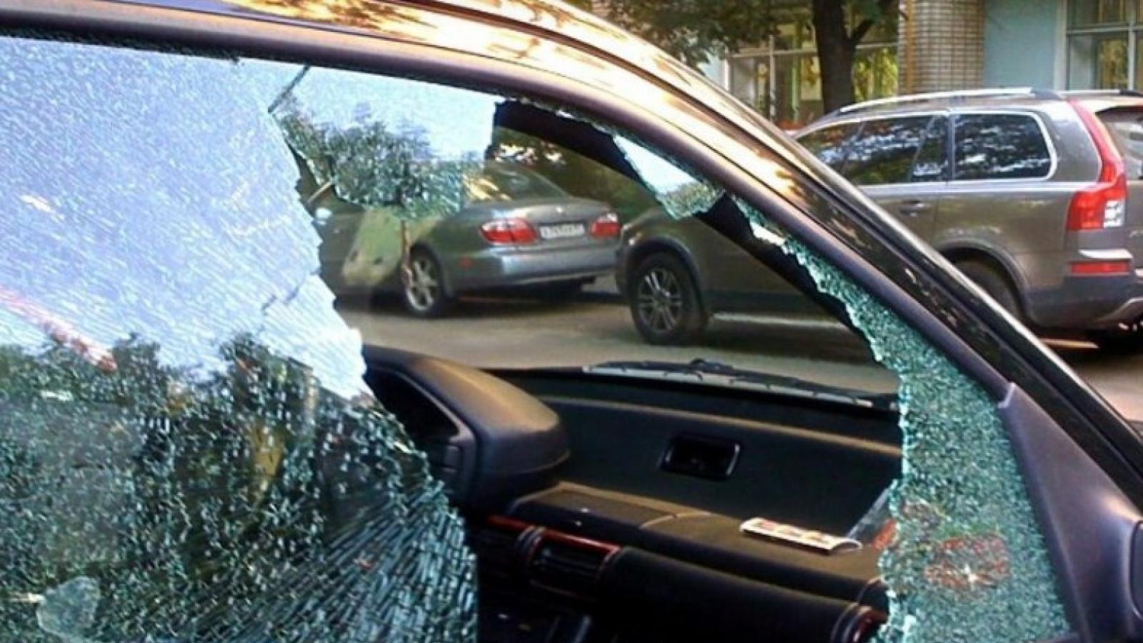 Женщина побила мясорубкой машину зятя