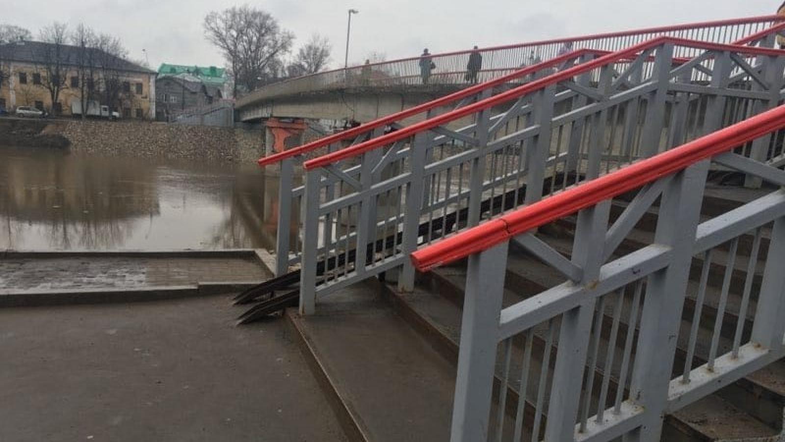 В Вологде устранили последствия вандализма на Красном мосту