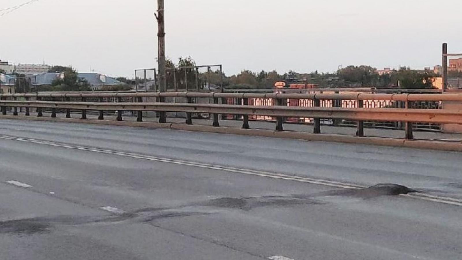 Ленинградский мост вздувается