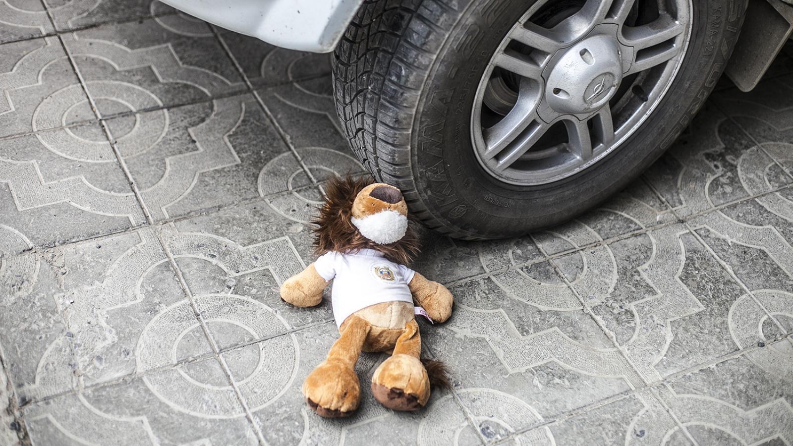 Ребенок выбежал на проезжую часть и попал под машину