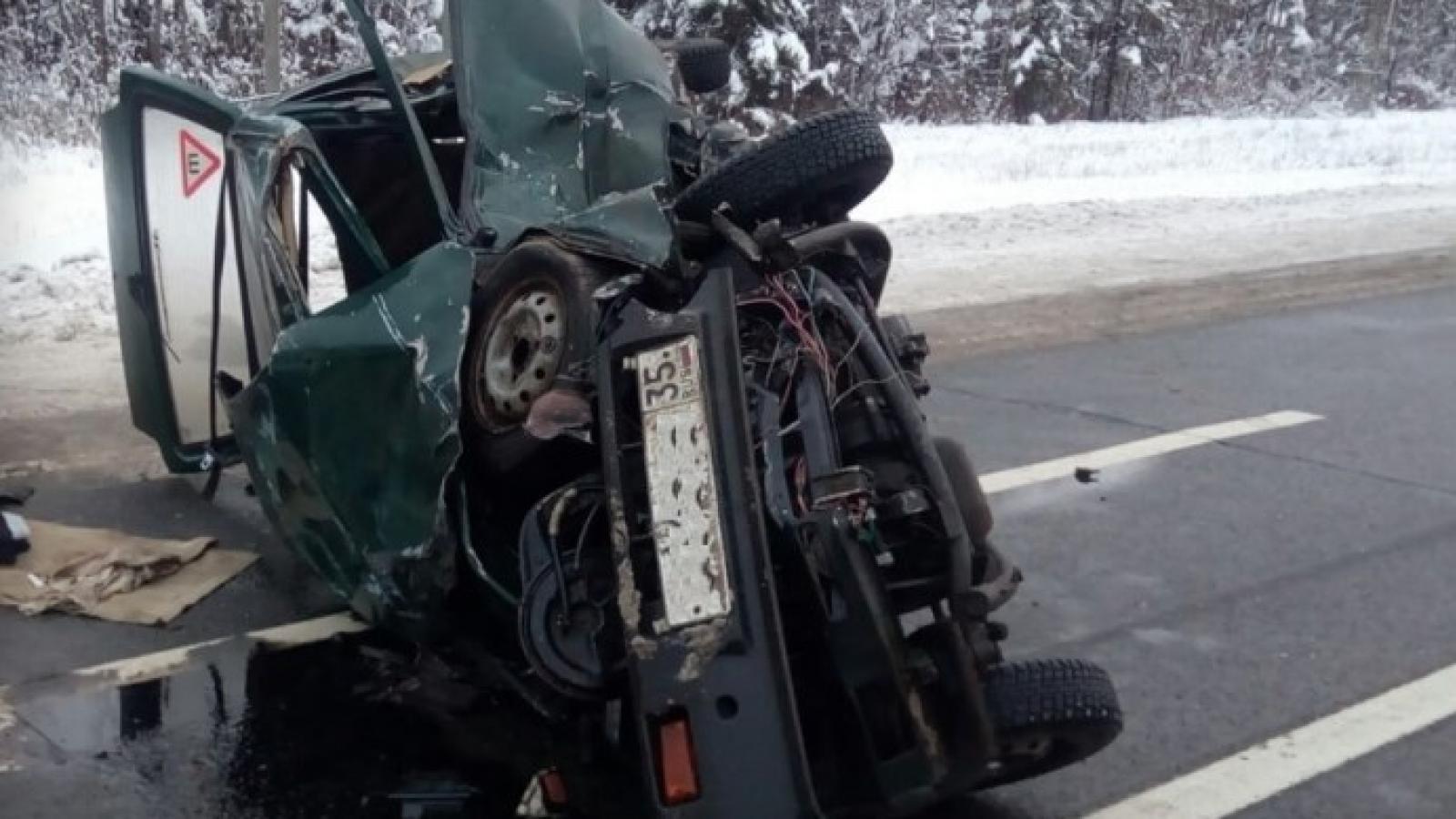 Водитель «Оки» разбился на трассе