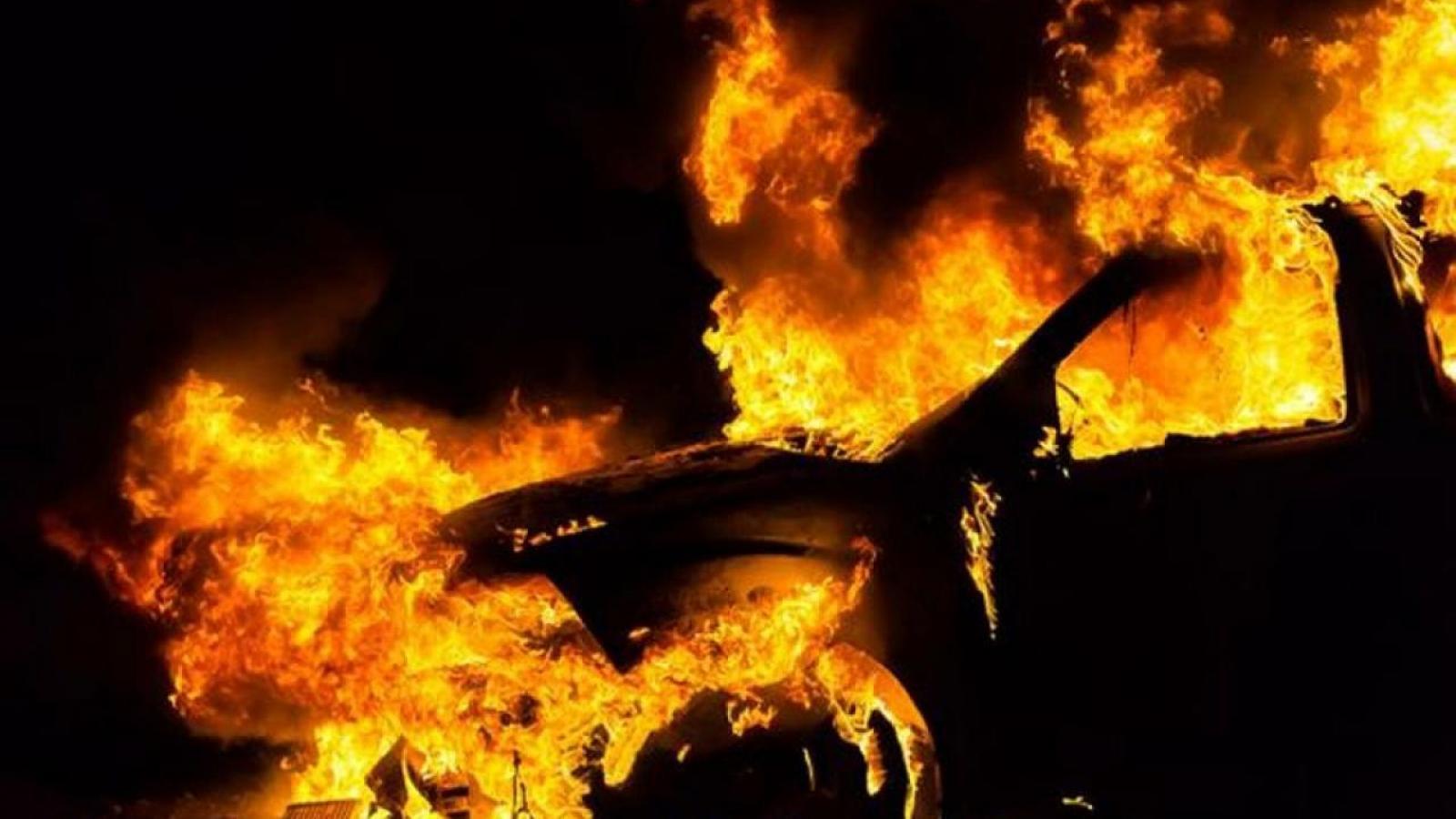 Сегодня ночью в Вологде загорелась иномарка