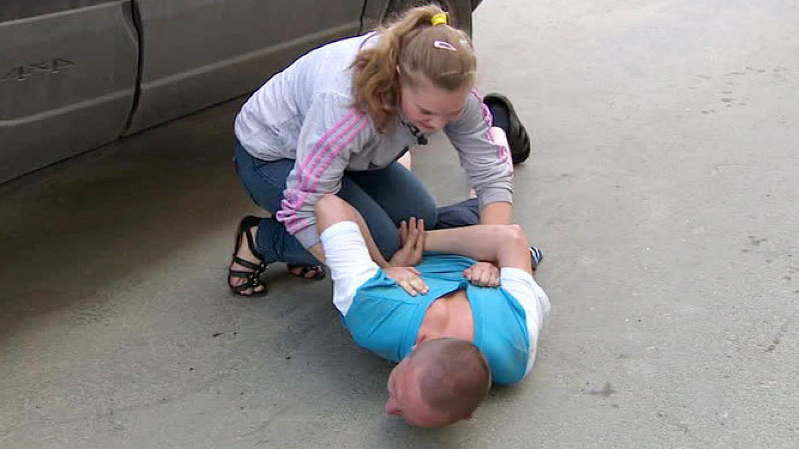 Две женщины скрутили дебошира в Вологде