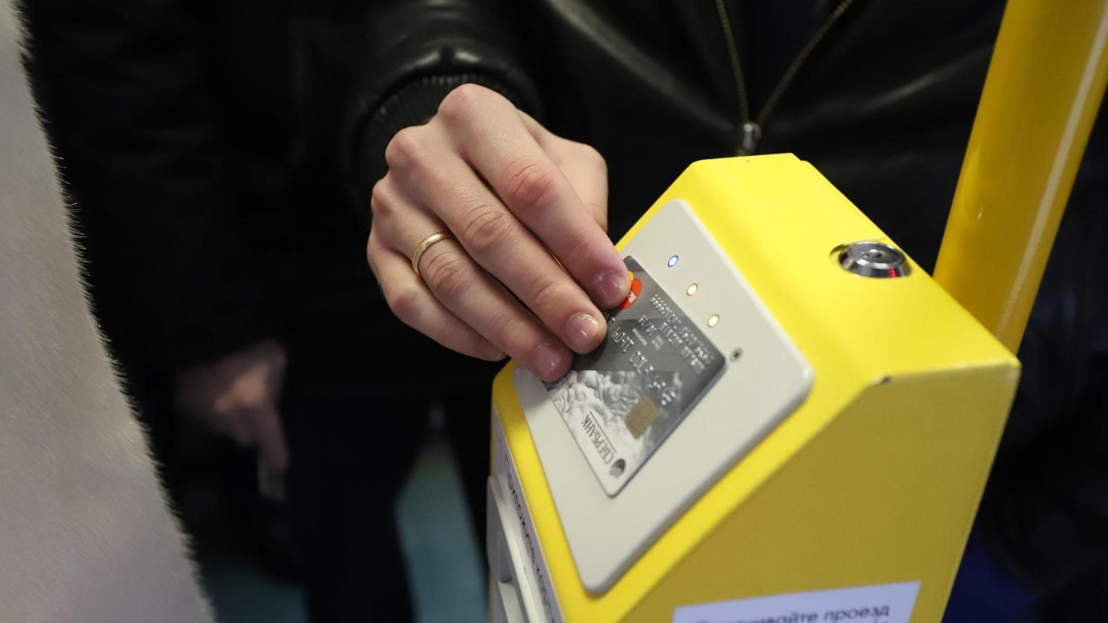 Оплатить проезд в автобусе можно будет банковской картой