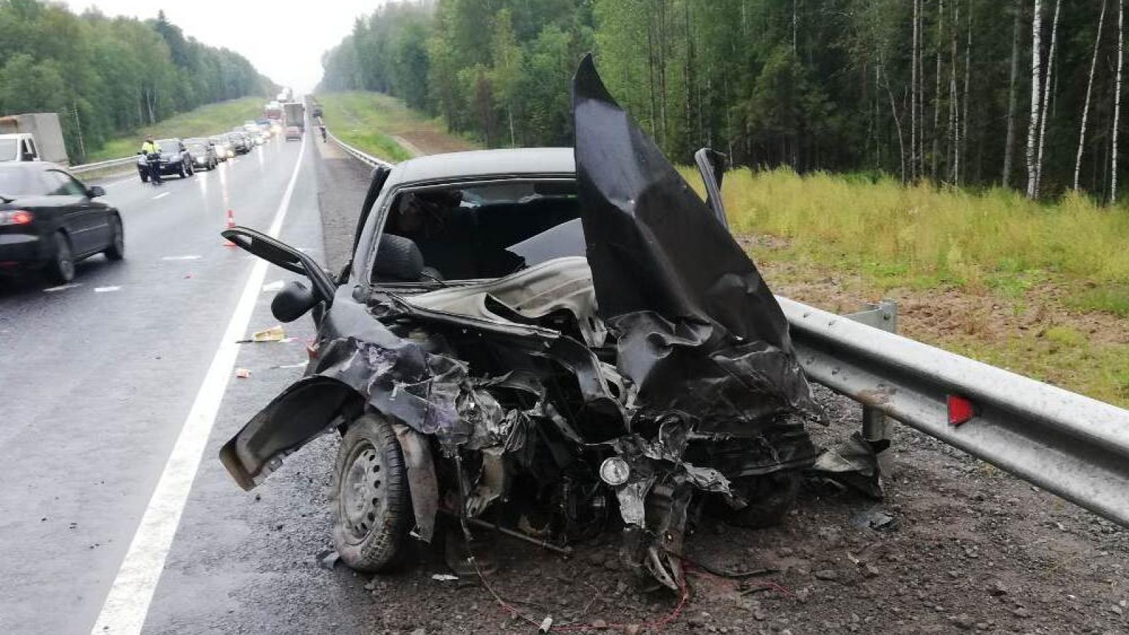 Водитель и 2-летний ребенок погибли в страшной аварии