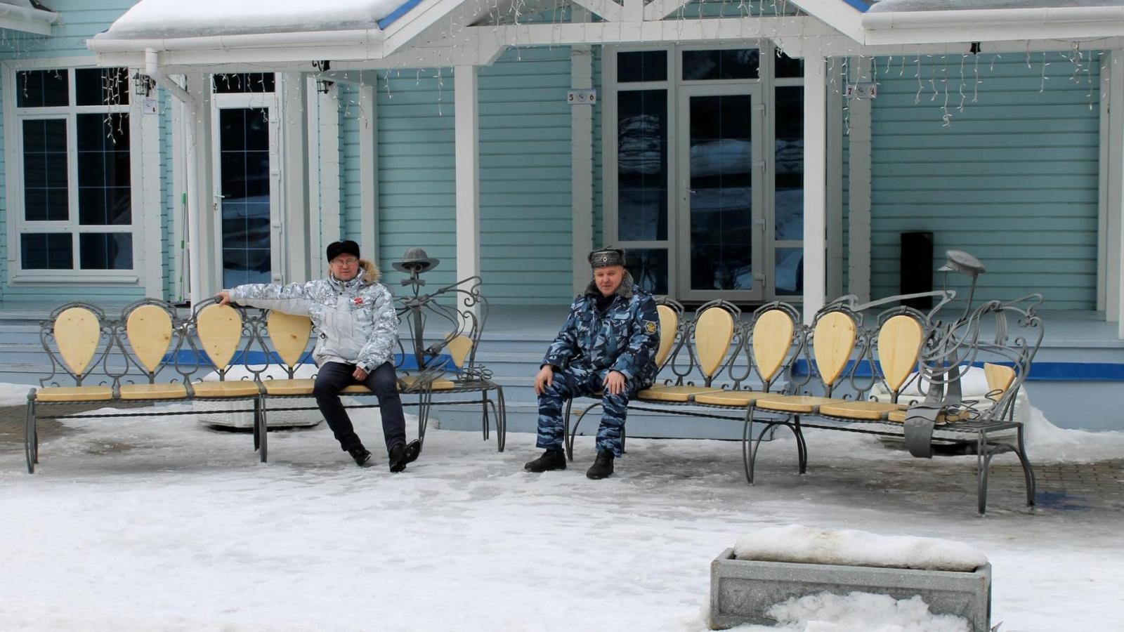 В вологодской колонии Деду Морозу выковали 12 стульев