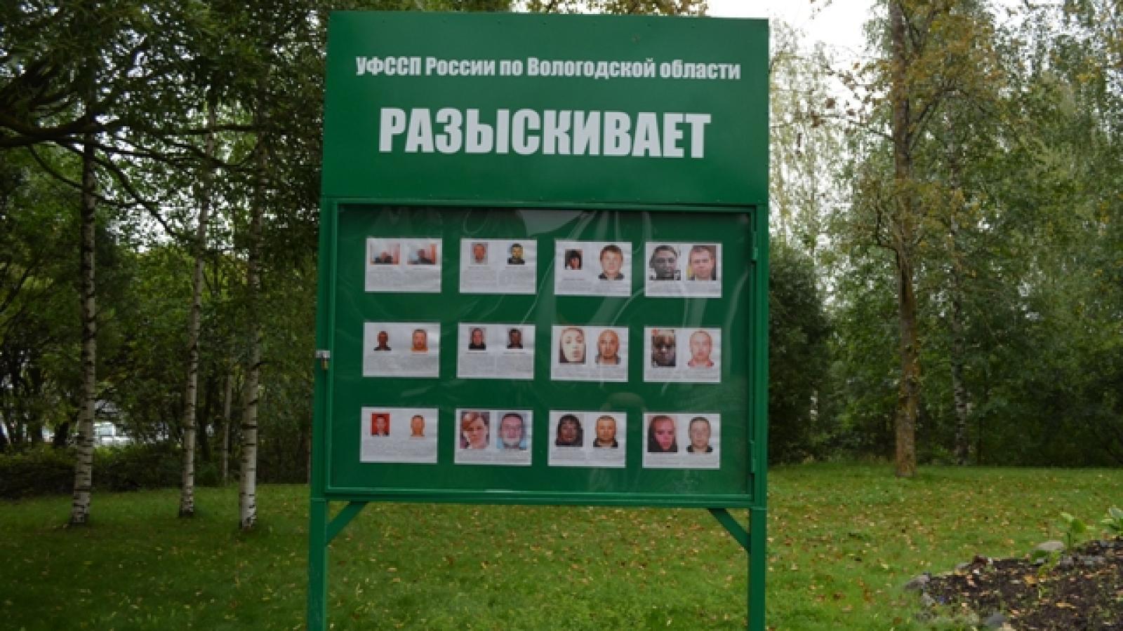 В Вологде установили стенд с фотографиями алиментщиков