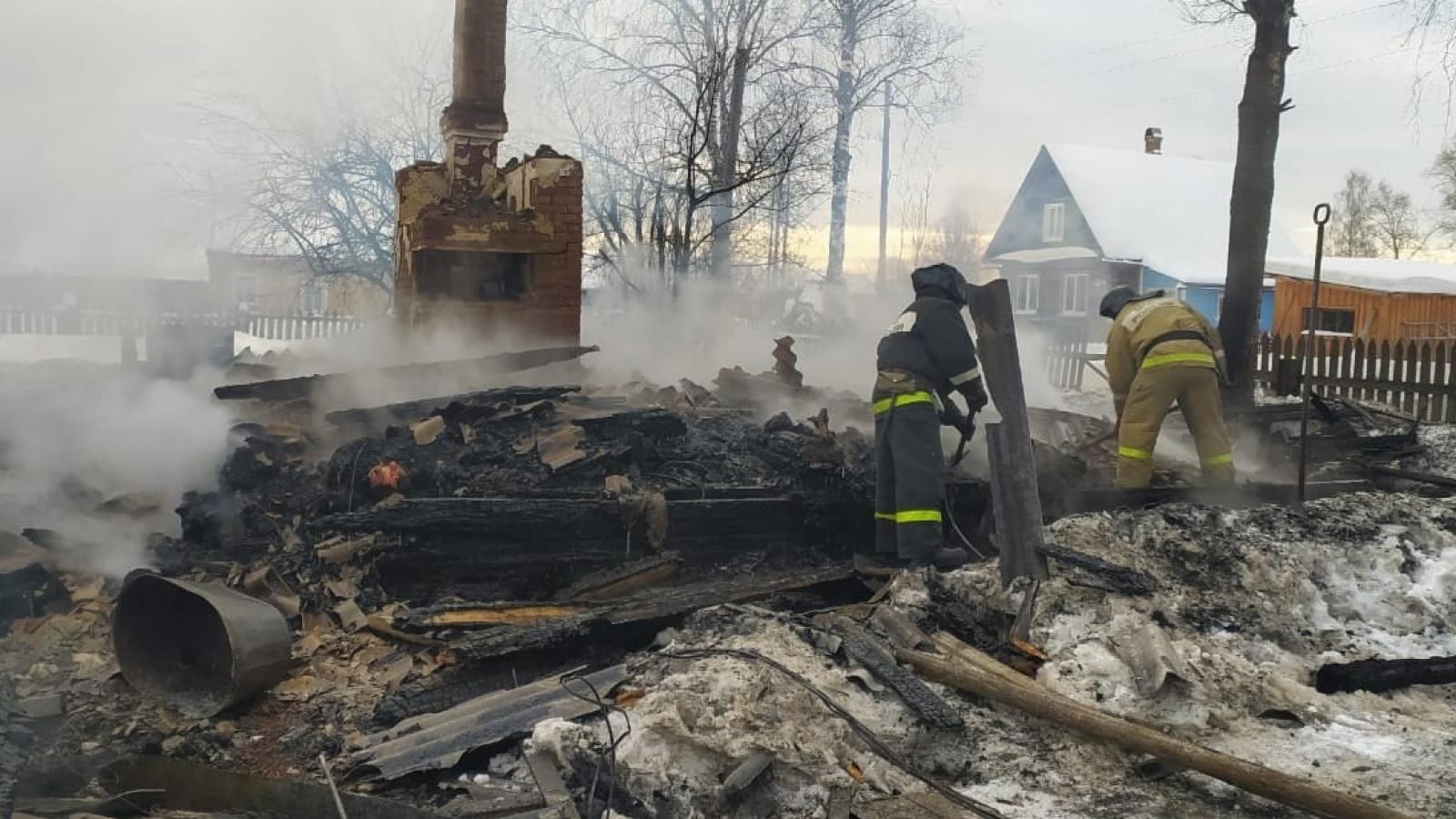 Дом с людьми сгорел под Харовском