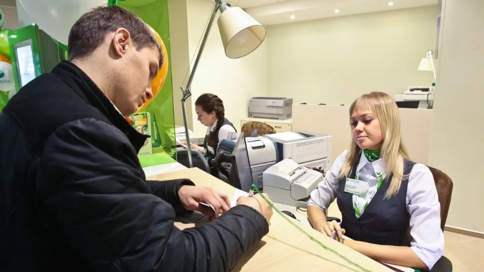 Многие россияне тратят больше, чем зарабатывают