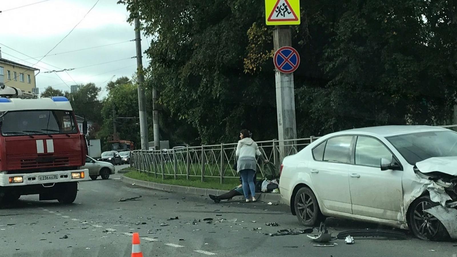 В Заречье столкнулись 2 автомобиля